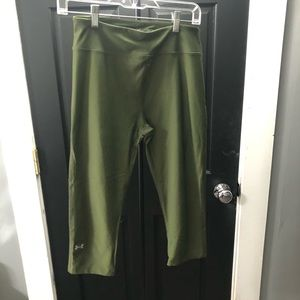 Olive green cropped leggings